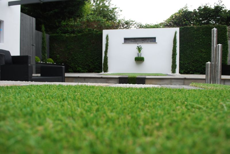 Our artificial lawns look authentic even when seen close-up