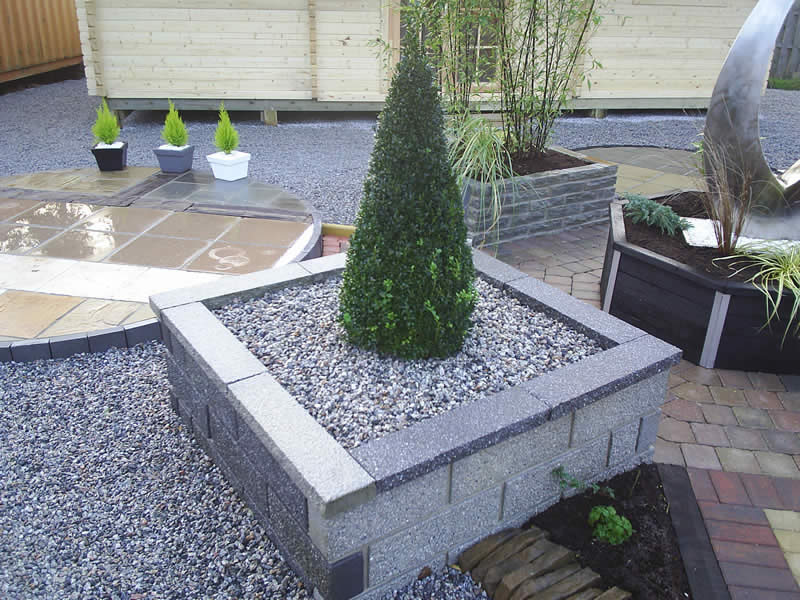circular patio design alongside angular raised beds