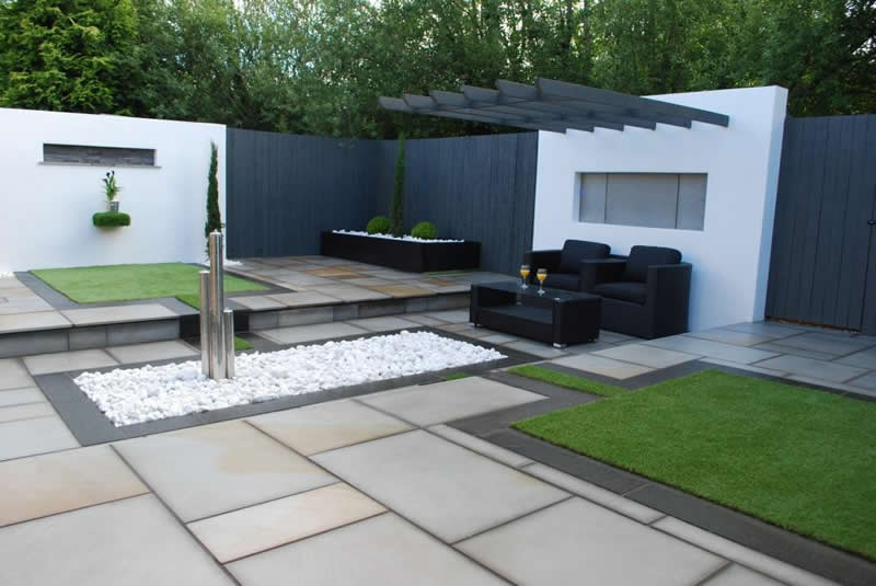 Cantilever pergola in contemporary garden