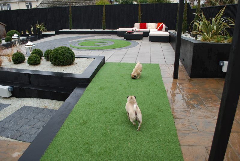 Artificial Grass is Suitable for Children and Pets